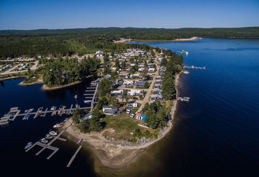 Un petit coin de paradis à seulement 30 minutes de Mont-Laurier, 2h d'Ottawa-Gatineau et 3h de Montréal.