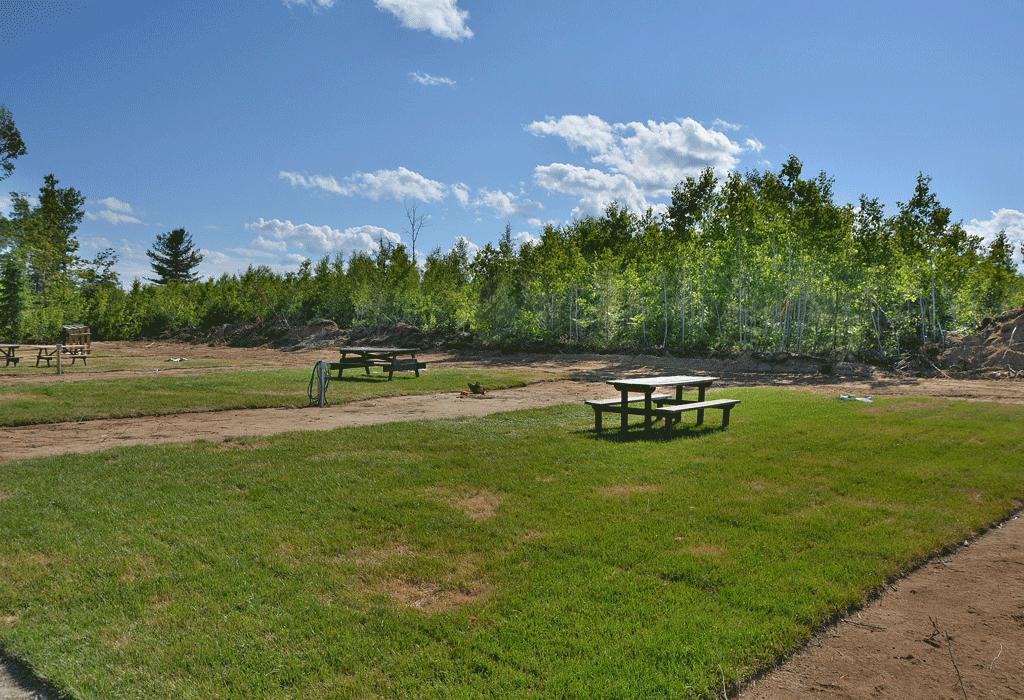 Nous avons plusieurs terrains saisonniers disponibles.