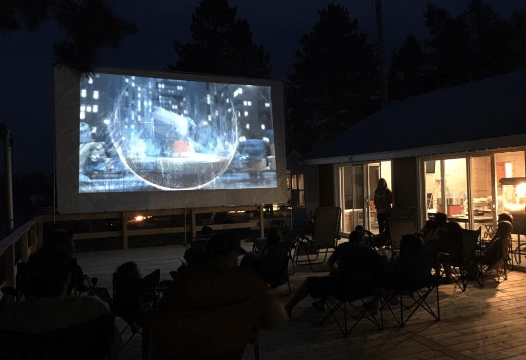 Informez-vous sur nos soirées cinéma en plein air.