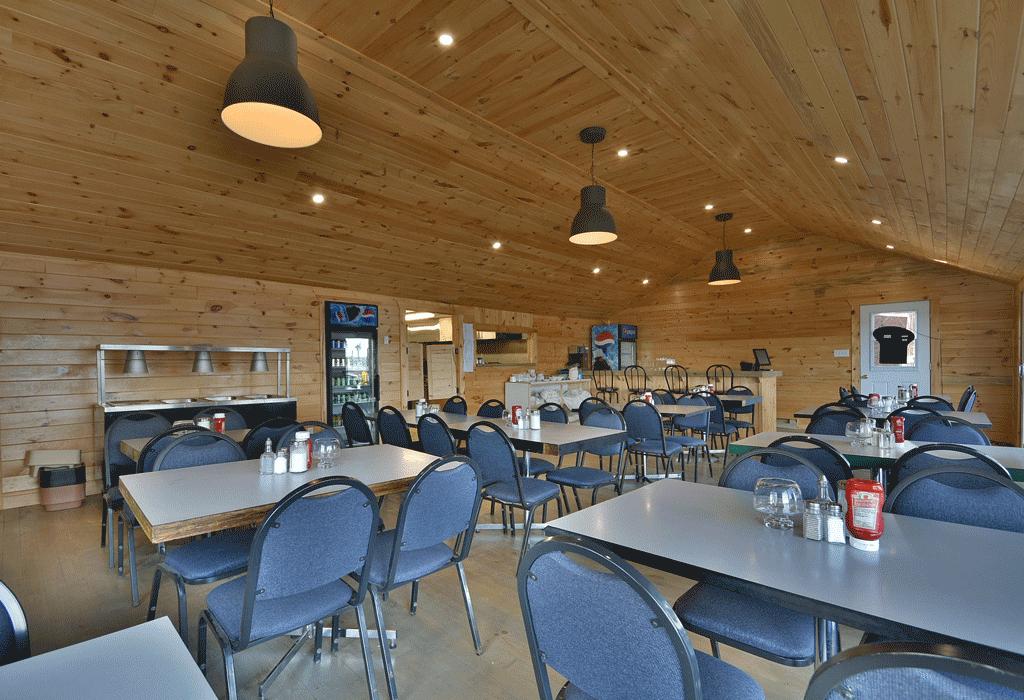 Un restaurant capable d'accueillir les groupes.
